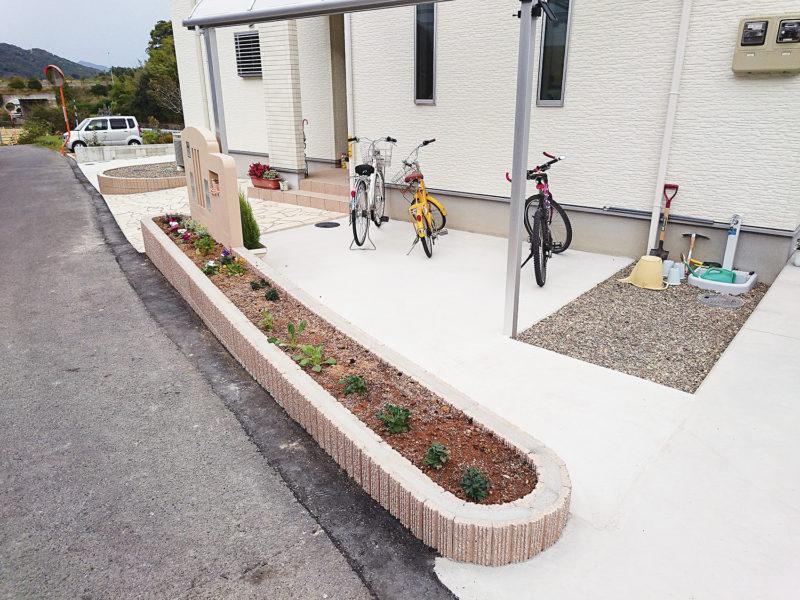 ポーチ、花壇、駐車場、門柱など
